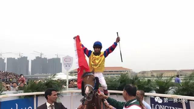 【现场】因为您夺冠,五星红旗首次飘扬在迪拜国际杯赛